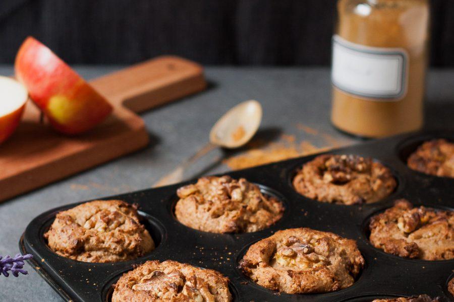 Apfel-Bananenbrot-Muffins mit Walnüssen