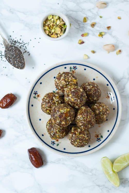 Limetten Pistazien Energy Balls - vegan, rein pflanzlich, ohen raffinierten Zucker - www.appleandginger.de