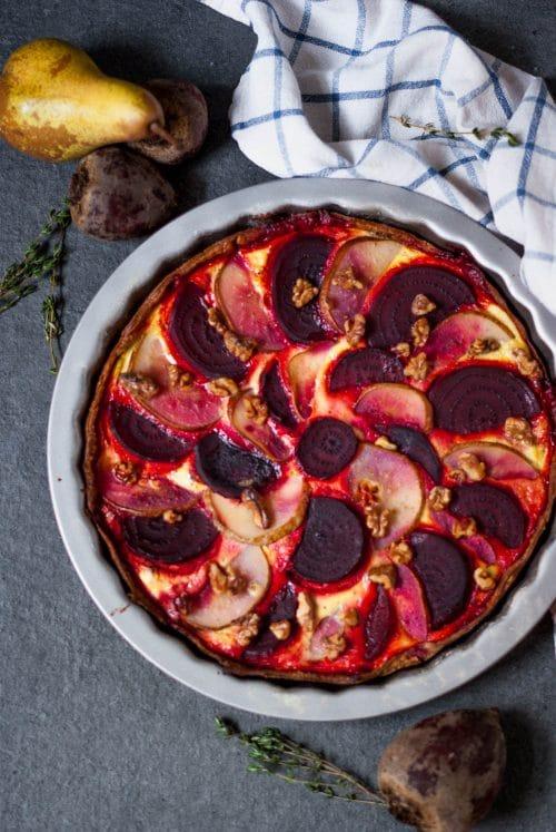 Rote Beete Birnen Quiche mit Ziegenkäse - vegetarisches Rezept für Weihnachten - www.appleandginger.de