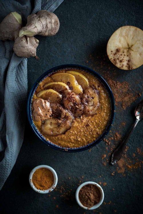 Ayurvedischer Kurkuma Porridge zum Frühstück- Vegan, Laktosefrei, Vegetarisch, Zuckerfrei - www.appleandginger.de