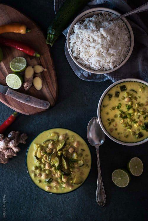 Grünes Zucchini-Erbsen-Curry mit Kichererbsen
