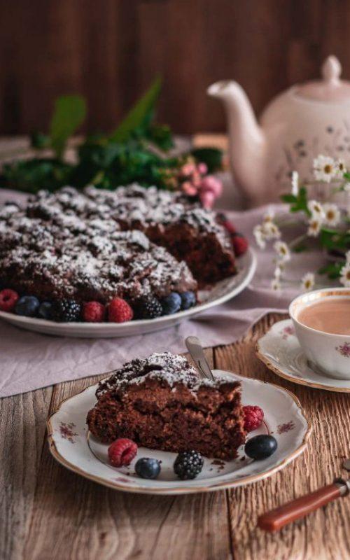 Gesünderer Schokoladenkuchen mit Beeren