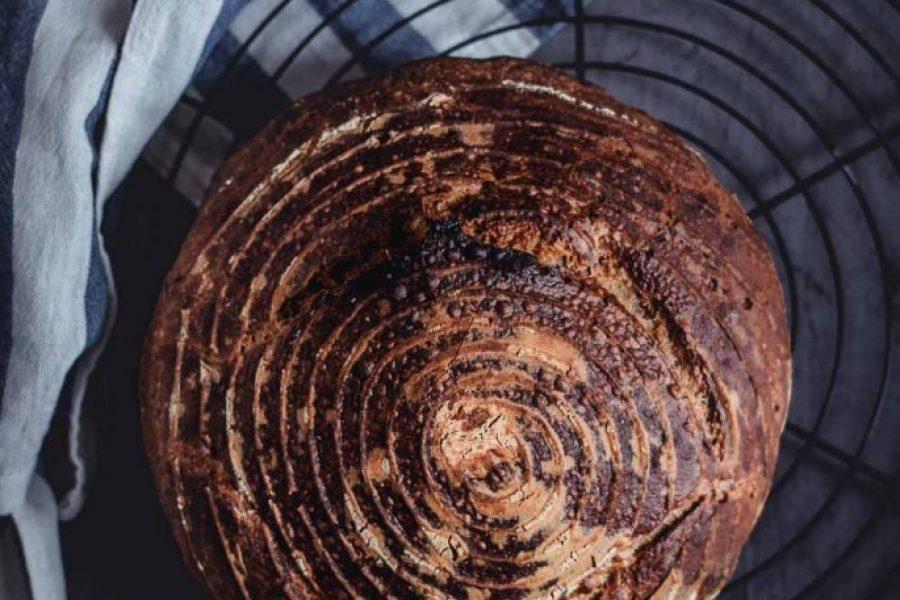 Leckere Brotzeit: Dinkel-Sauerteigbrot mit Roggen