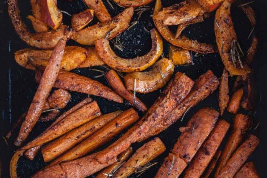 Geröstetes Ofengemüse mit Zimt und Rosmarin