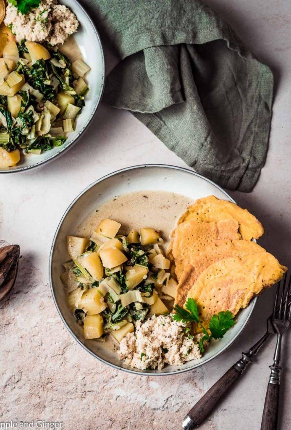 Ayurveda Ernährung im Sommer: Kartoffel-Mangold-Curry mit Kokos-Chutney und Kichererbsen-Crêpes