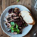 Rote-Beete-Linsen-Fenchel-Salat auf zwei Tellern