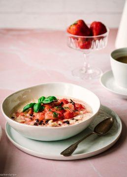 Ayurvedischer Milchreis mit Erdbeer-Basilikum-Kompott